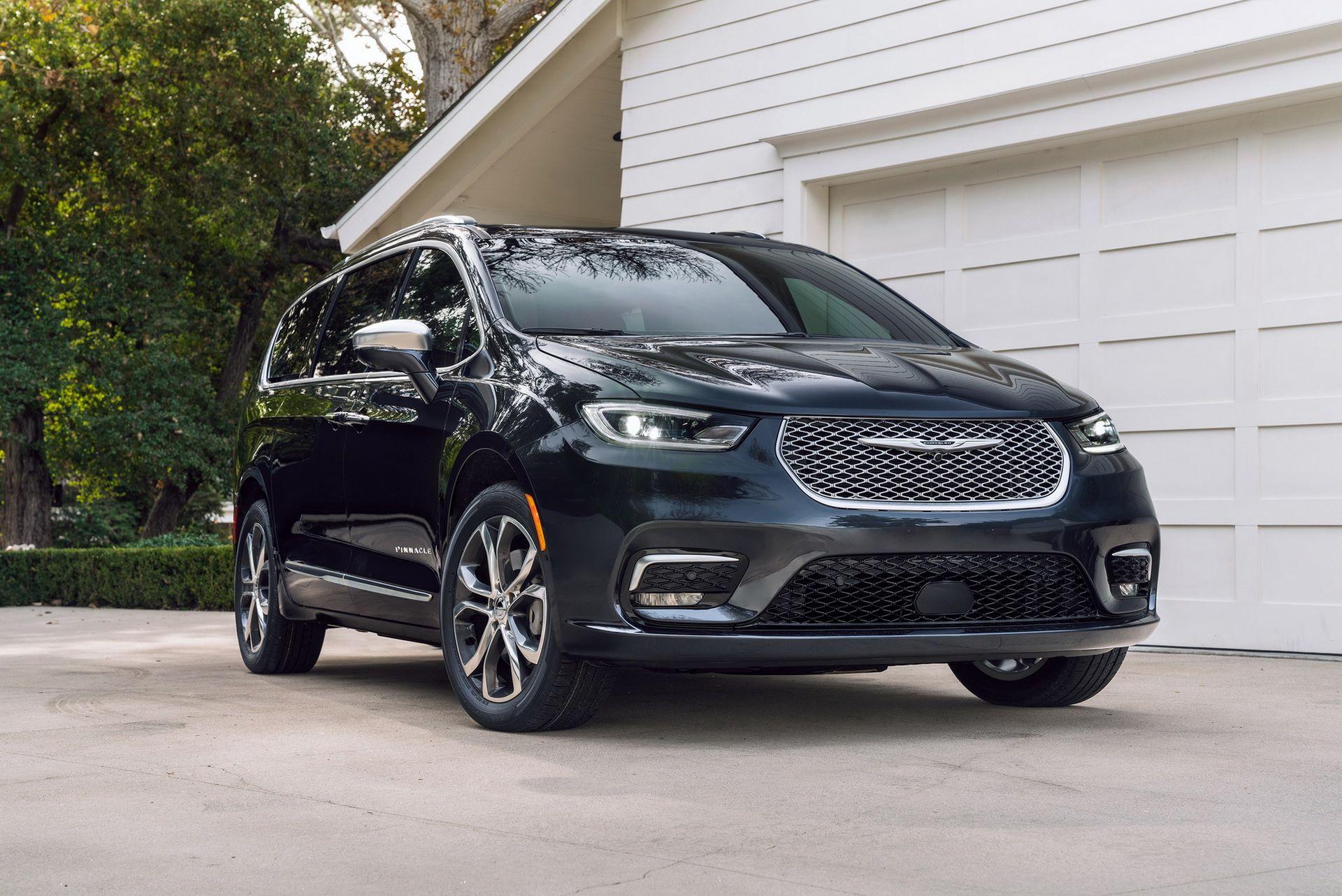 2021-Chrysler-Pacifica-10