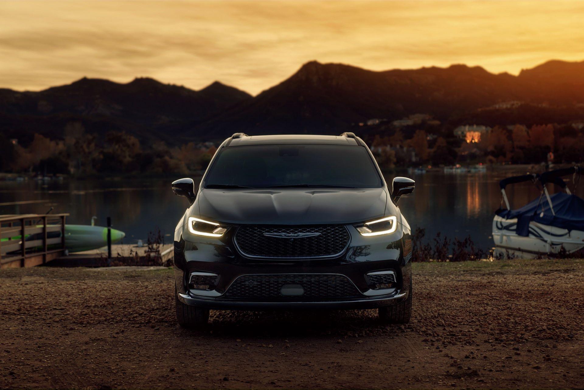 2021-Chrysler-Pacifica-100