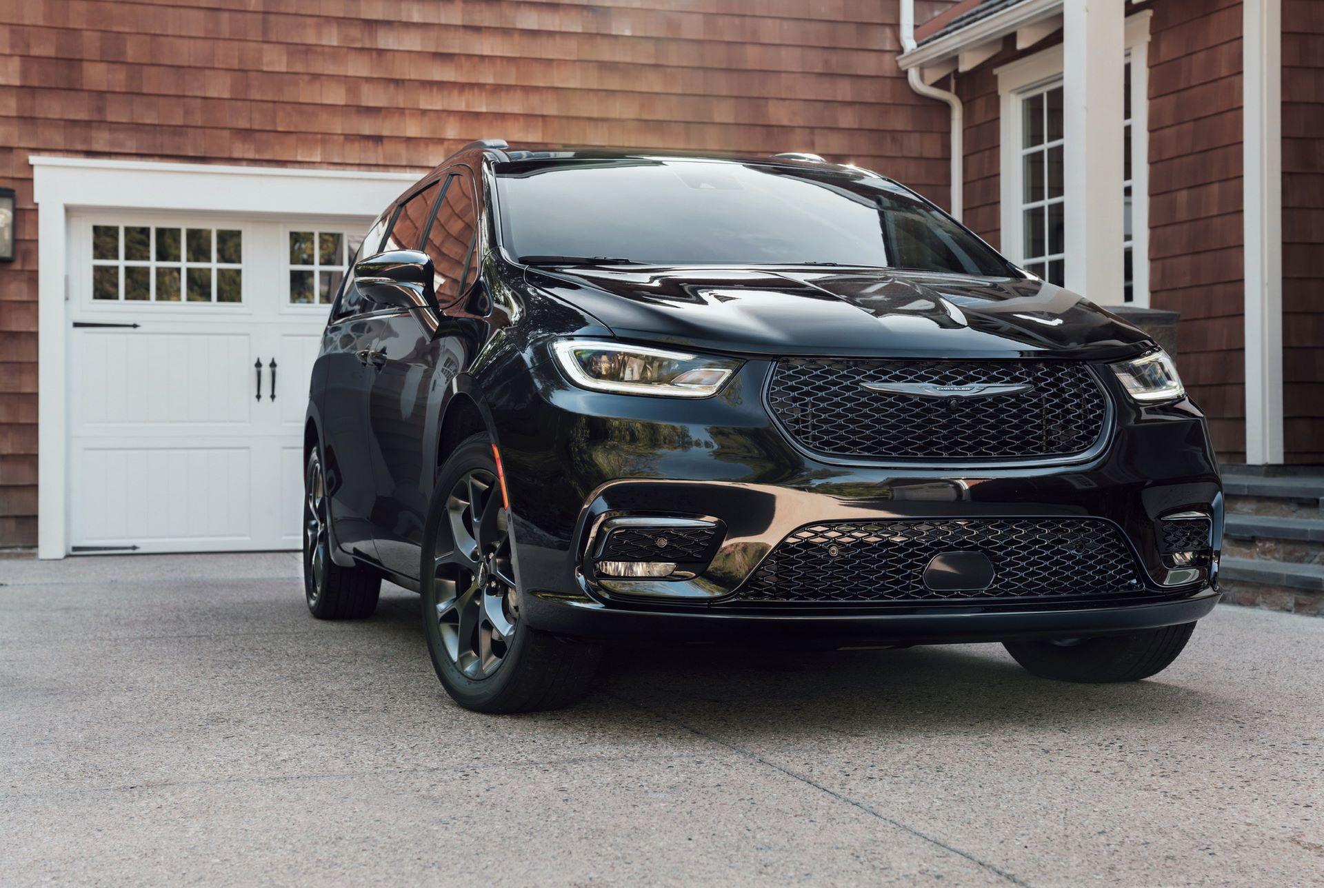 2021-Chrysler-Pacifica-105