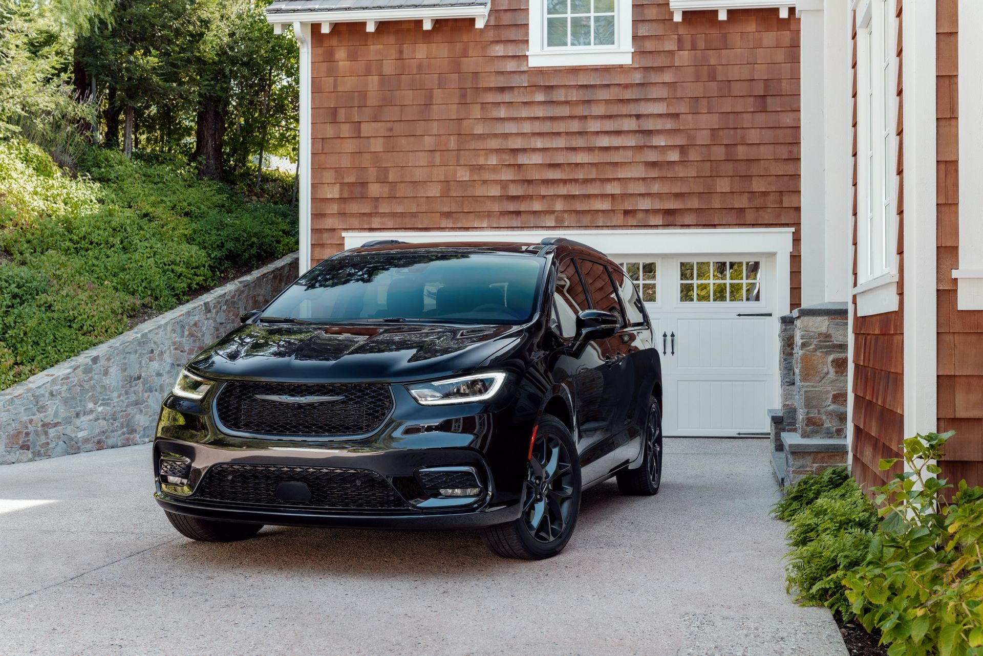 2021-Chrysler-Pacifica-106
