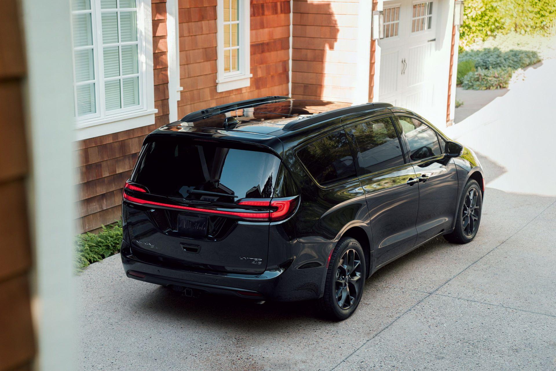 2021-Chrysler-Pacifica-109