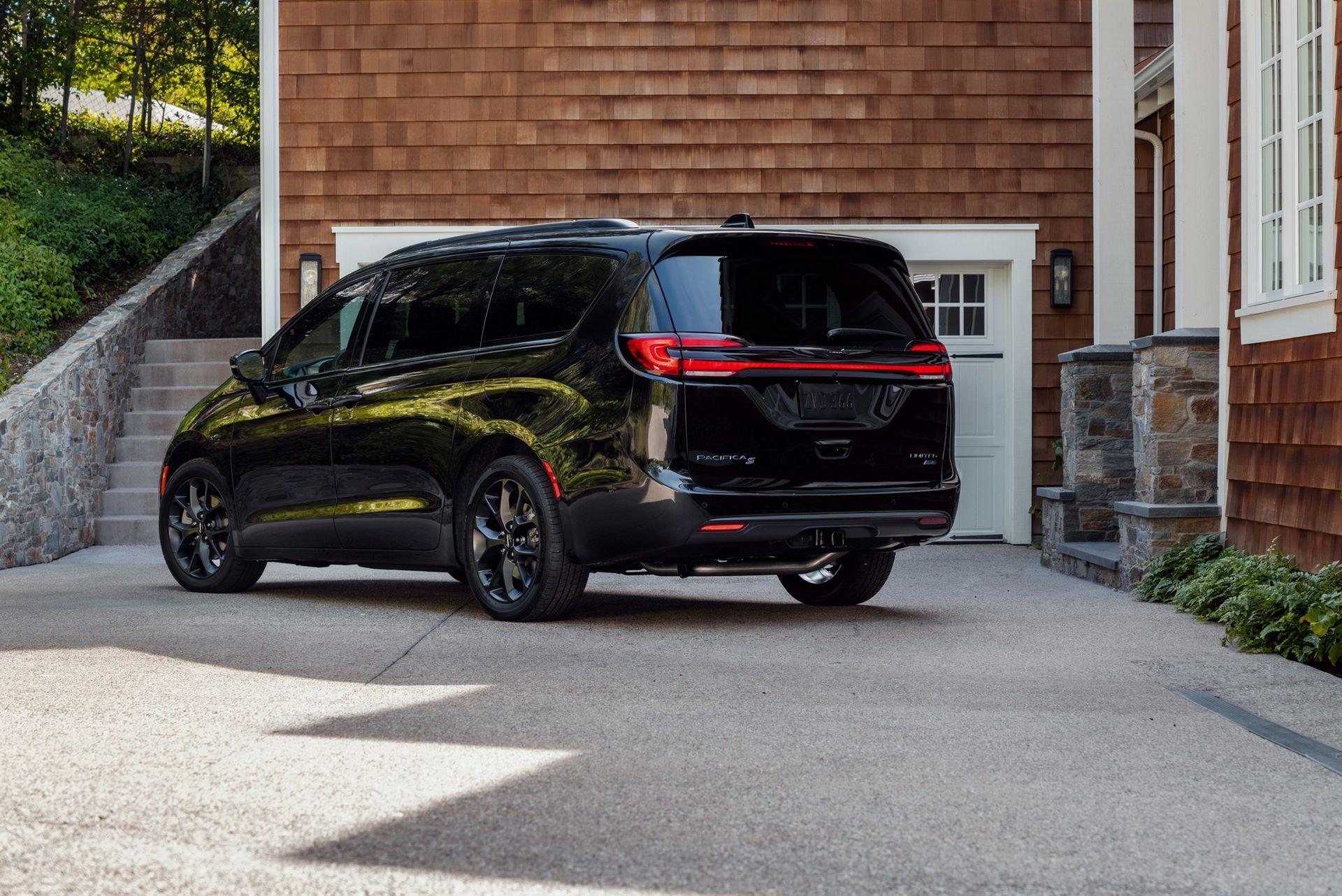 2021-Chrysler-Pacifica-112