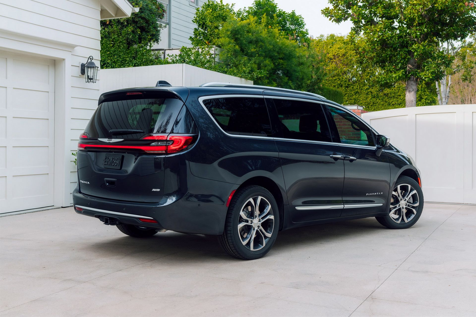 2021-Chrysler-Pacifica-13