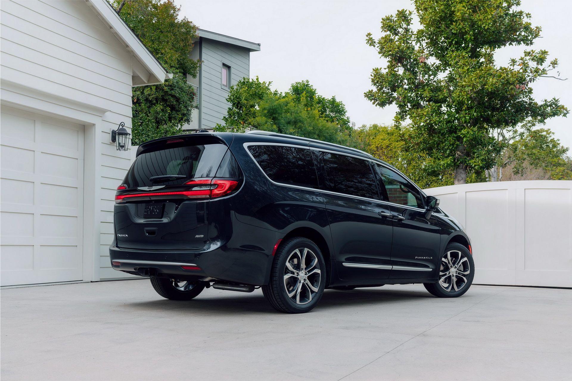 2021-Chrysler-Pacifica-14