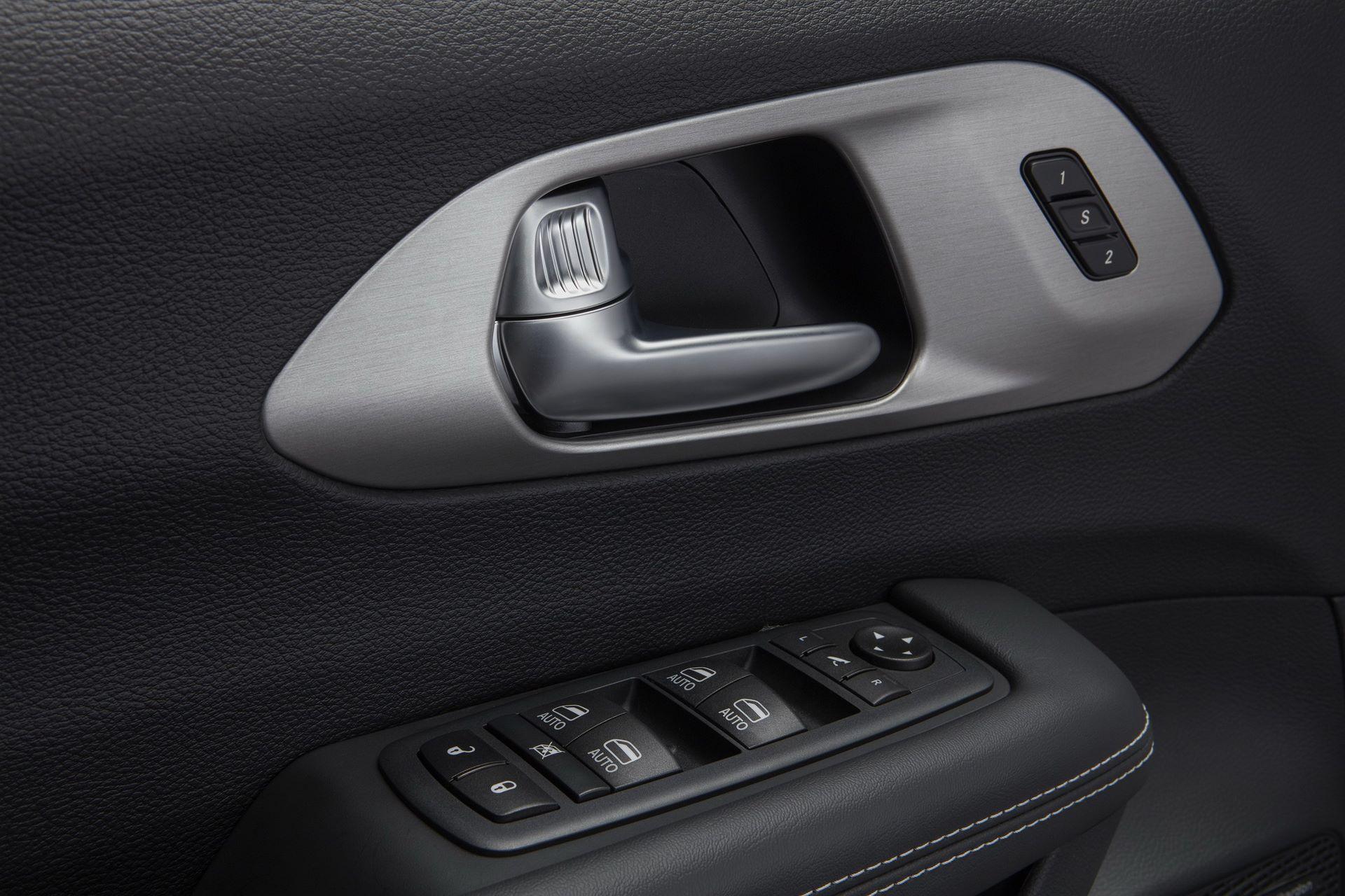 2021-Chrysler-Pacifica-151