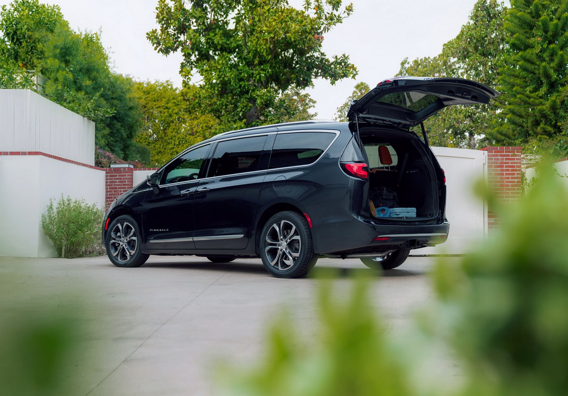 2021-Chrysler-Pacifica-16