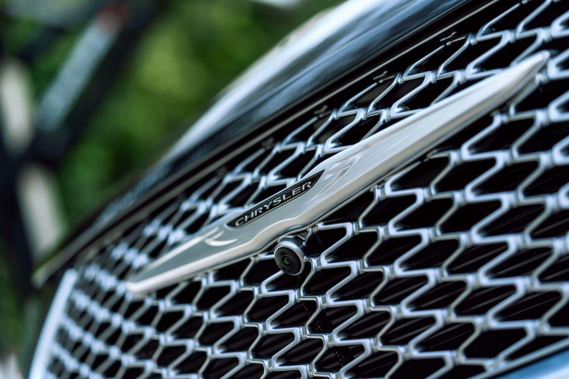 2021-Chrysler-Pacifica-23