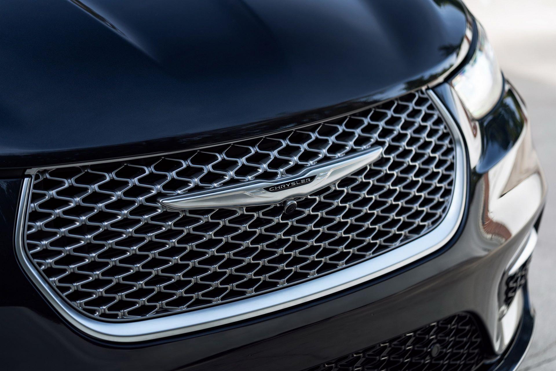 2021-Chrysler-Pacifica-24