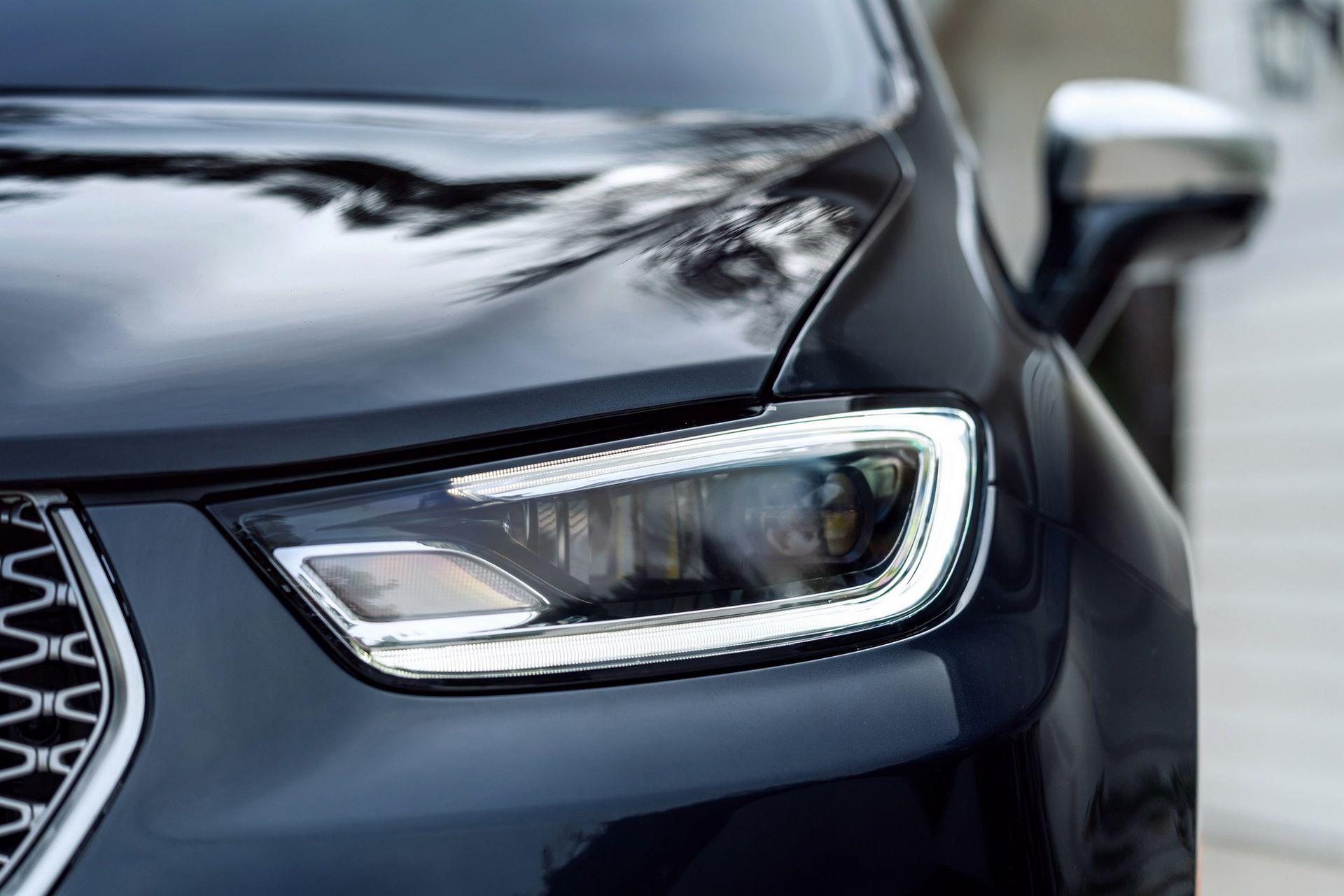 2021-Chrysler-Pacifica-26