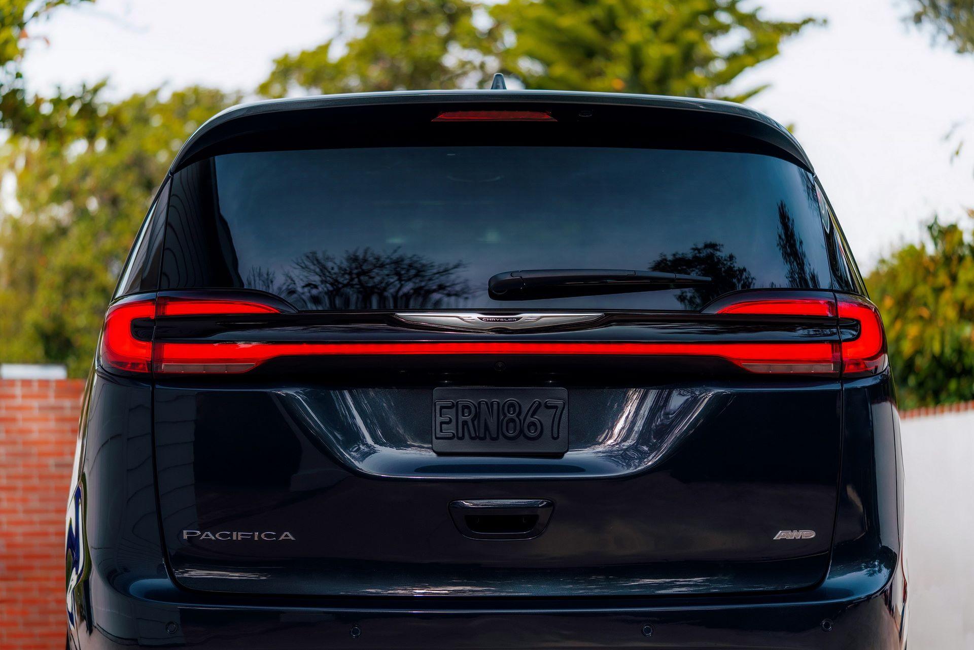 2021-Chrysler-Pacifica-27