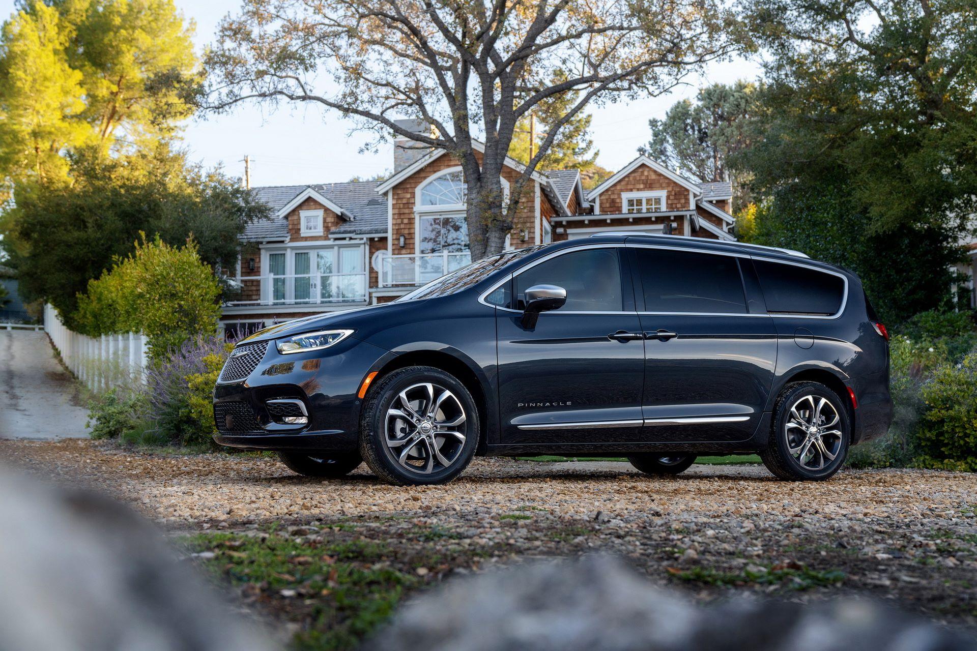 2021-Chrysler-Pacifica-3