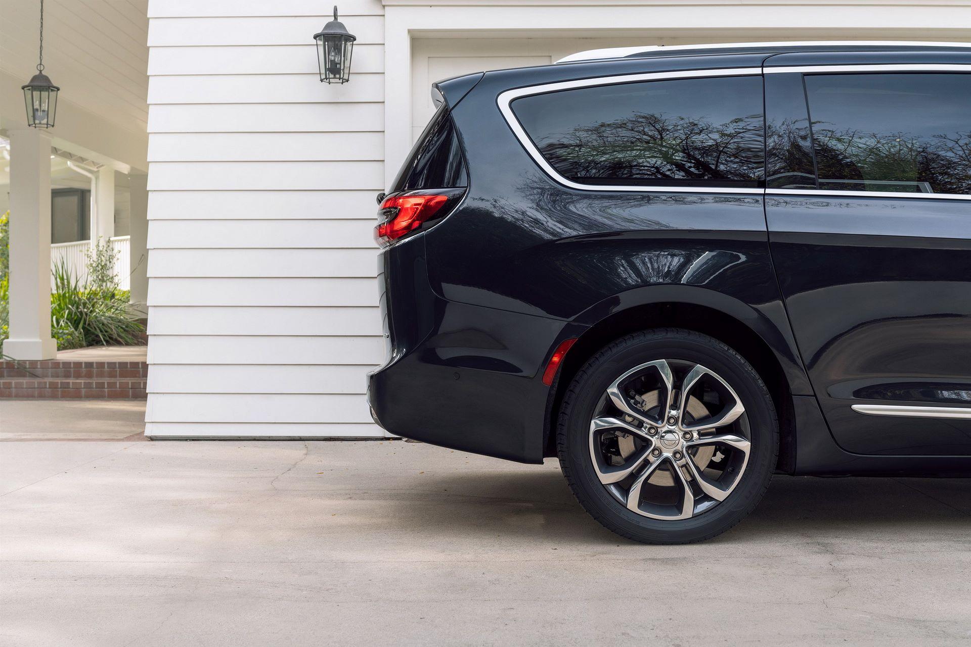 2021-Chrysler-Pacifica-33
