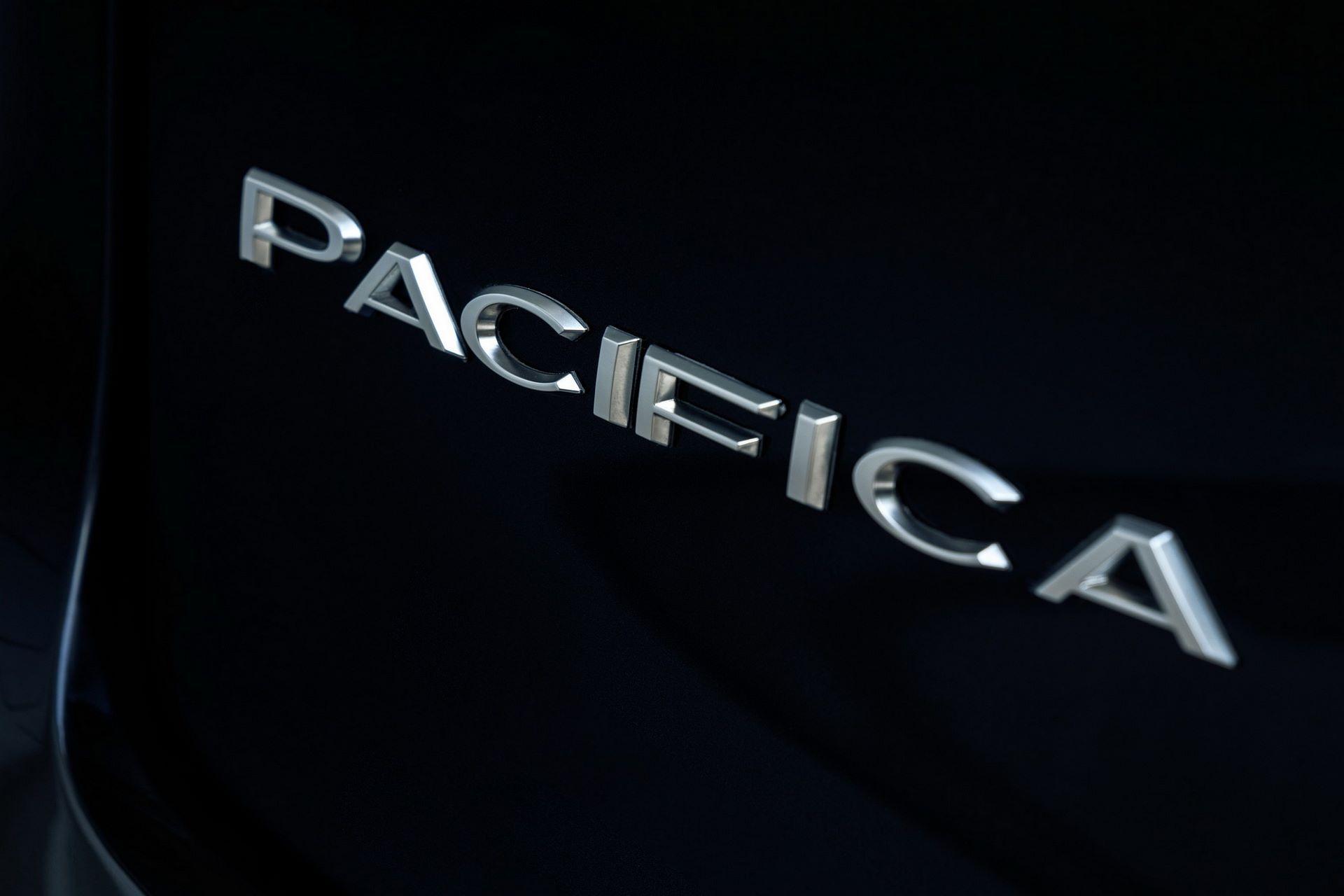 2021-Chrysler-Pacifica-35