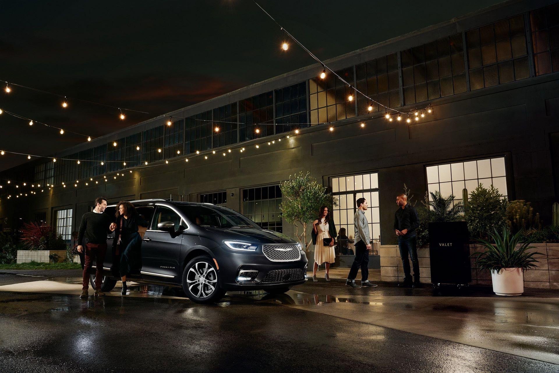 2021-Chrysler-Pacifica-38