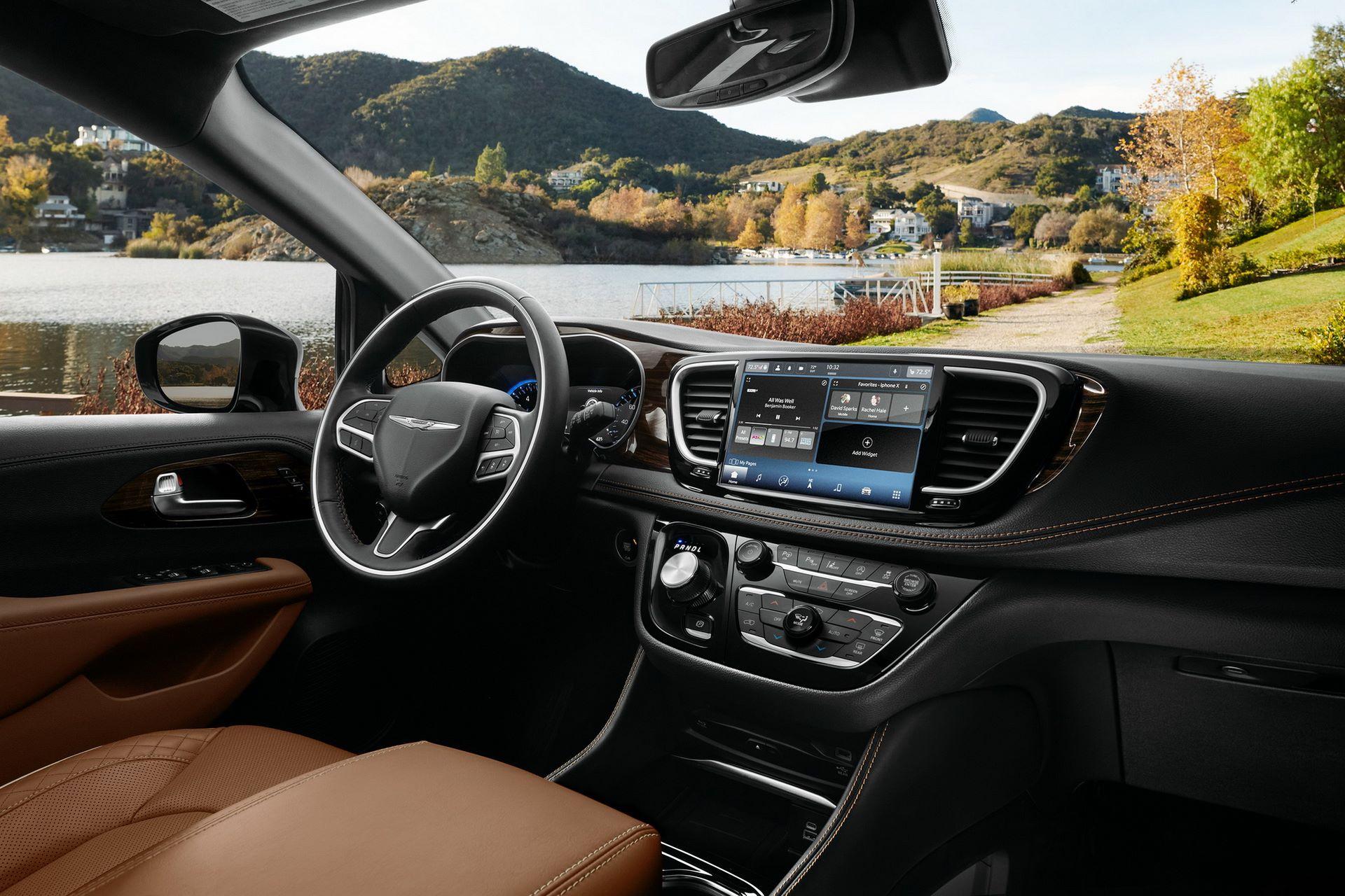 2021-Chrysler-Pacifica-40