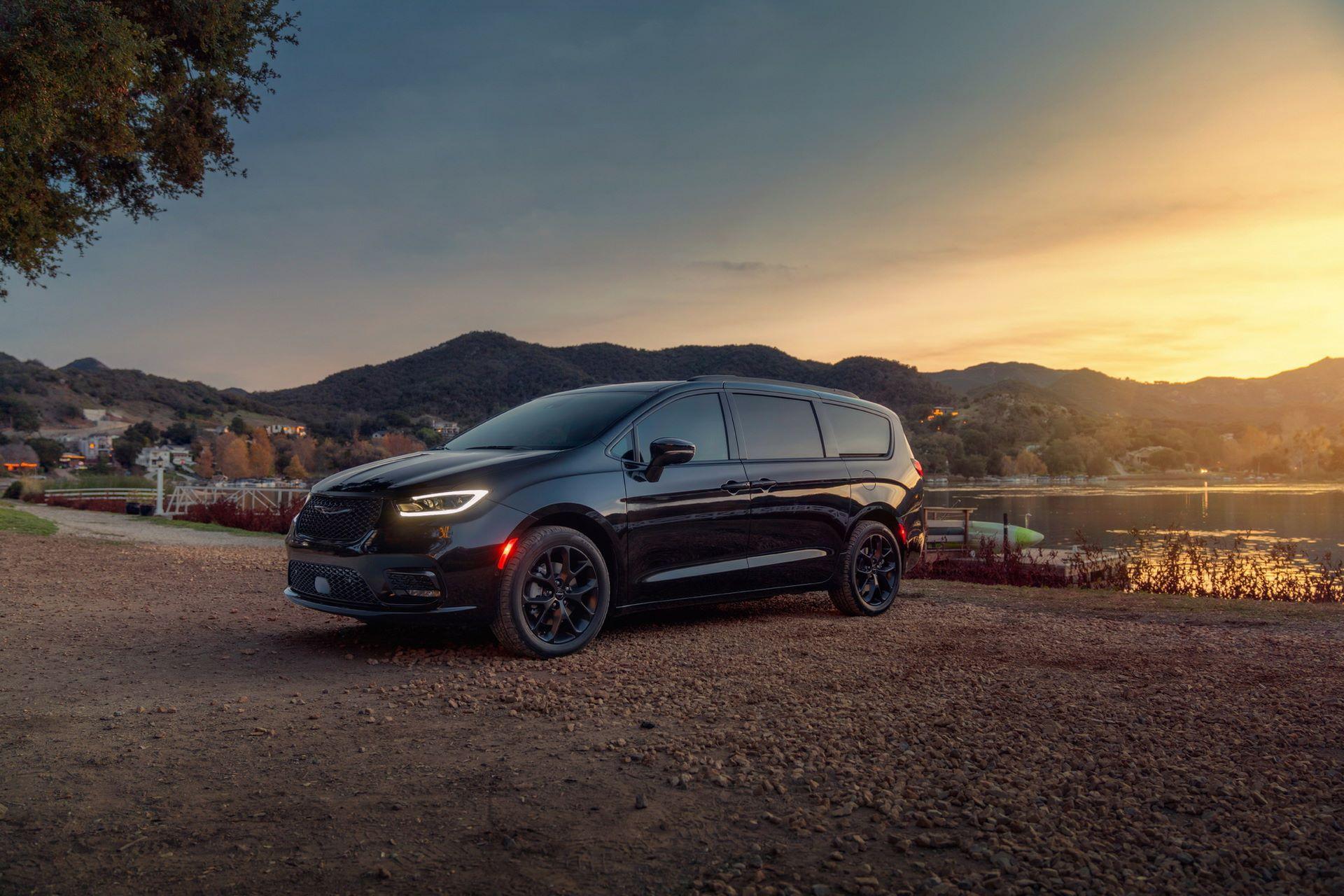 2021-Chrysler-Pacifica-96