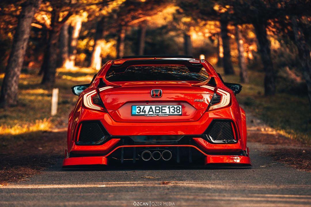 Honda-Civic_Type_R_With_Turkish_Body_Kit-4