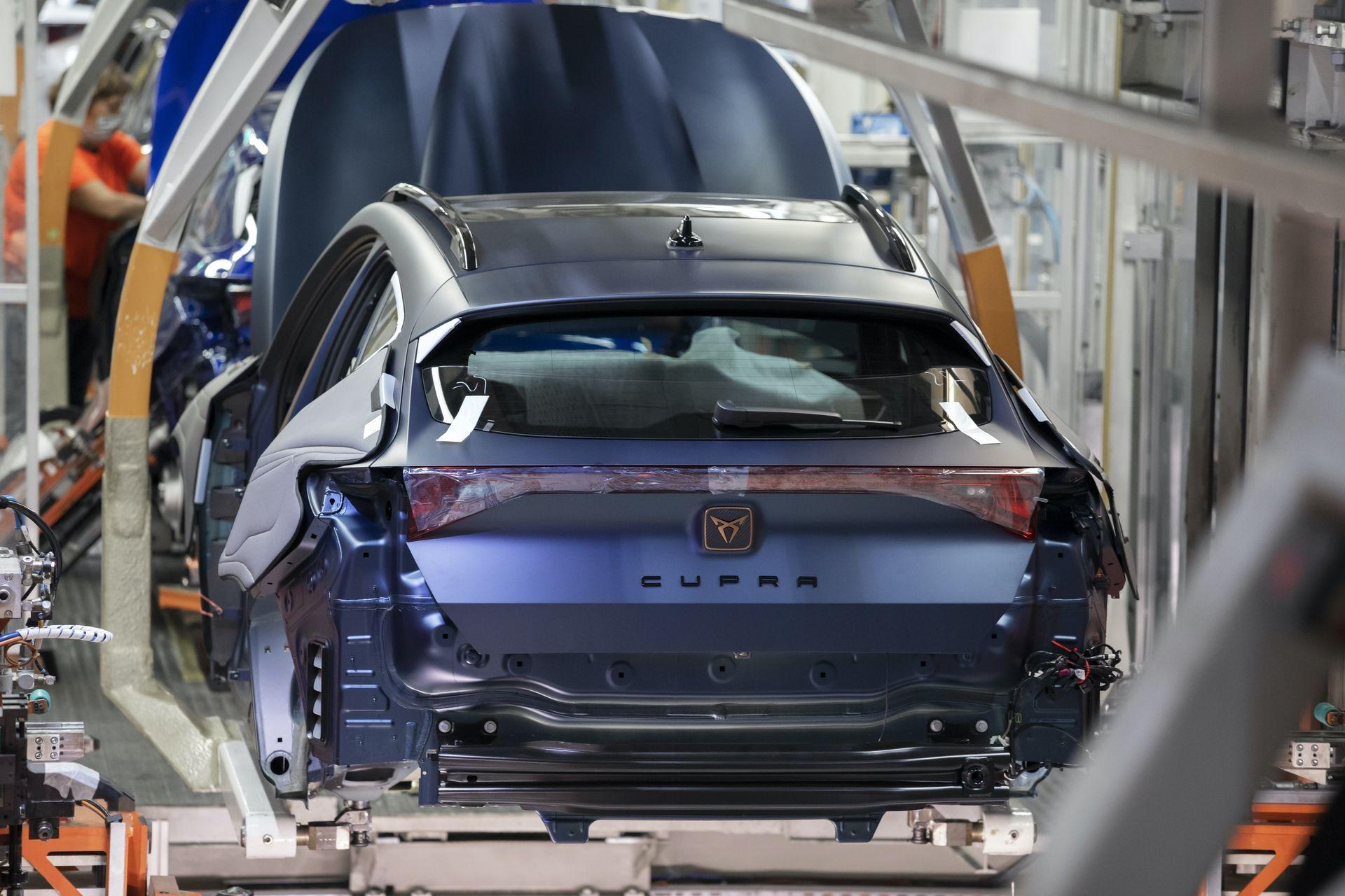 CUPRA-kicks-off-production-of-the-new-Formentor_02_HQ