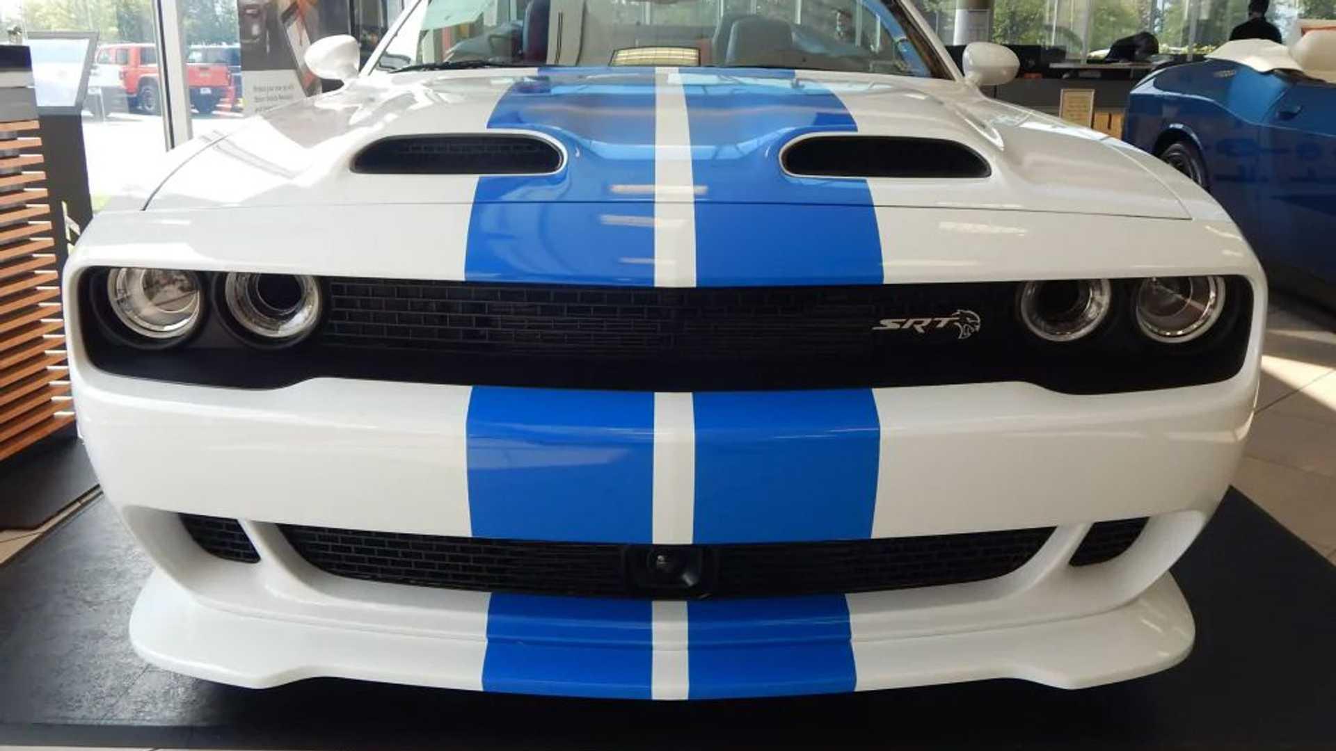 Dodge_Challenger_Hellcat_Convertible_0002