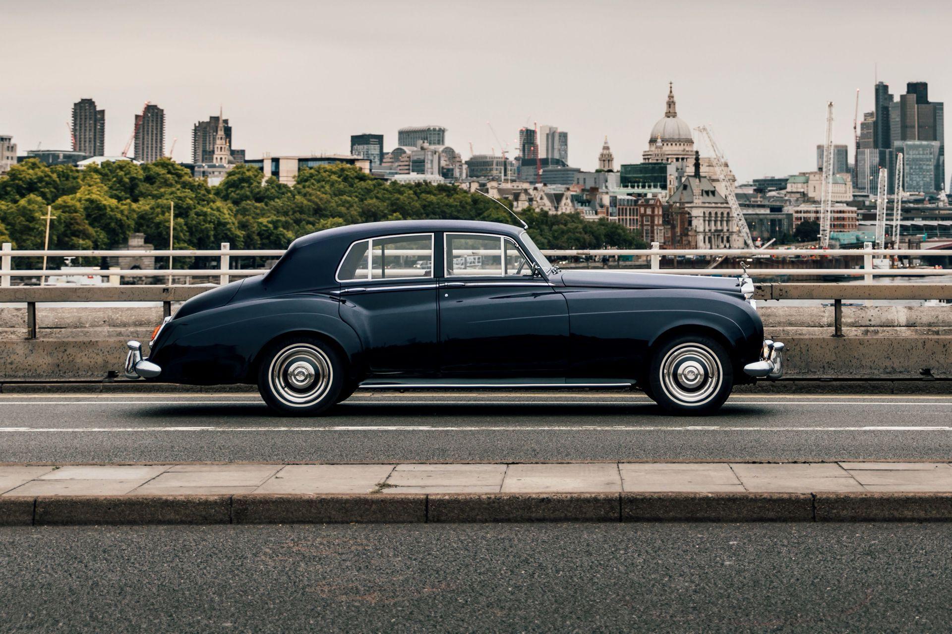 Electris-Rolls-Royce-Phantom-V-and-Silver-Cloud-by-Lunaz-1