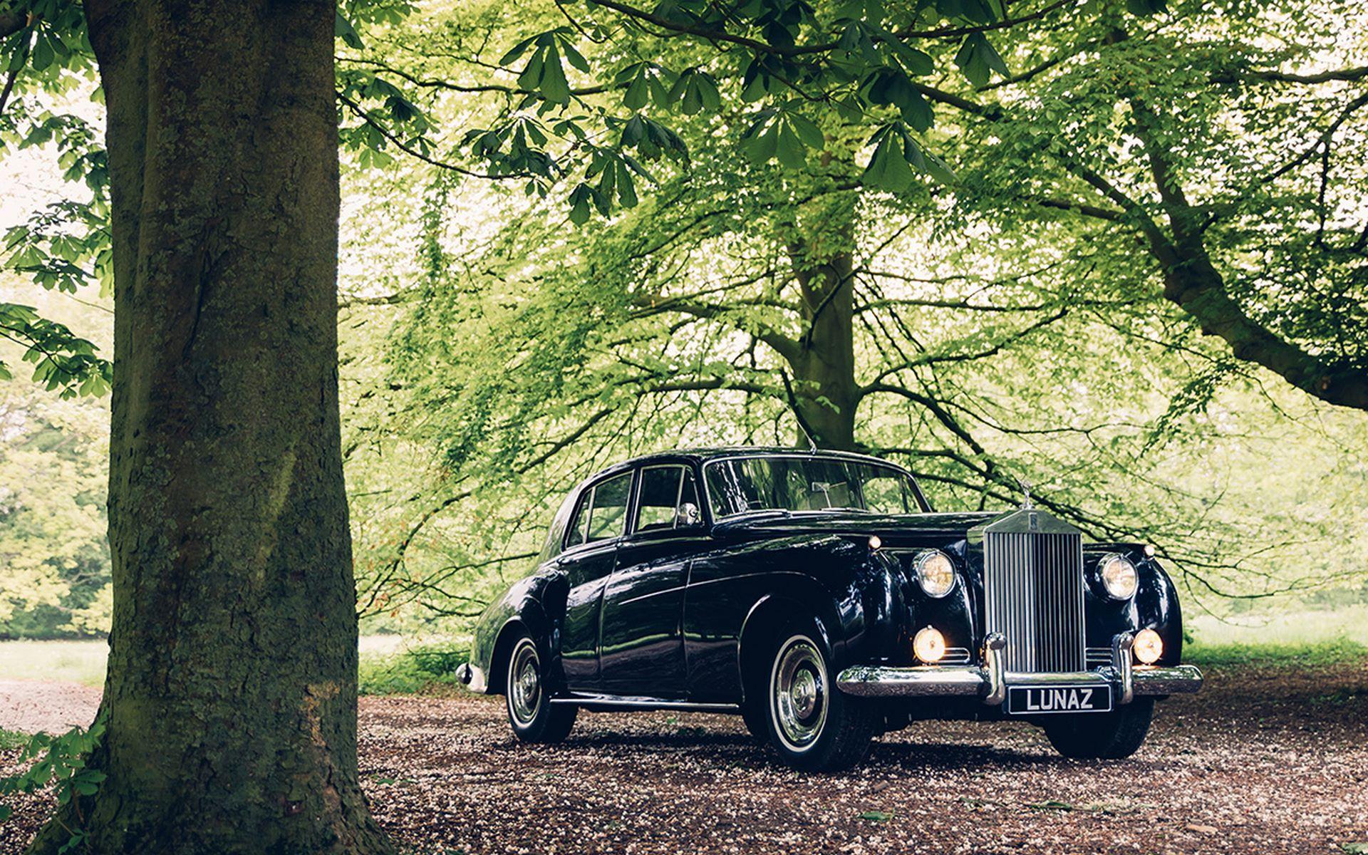 Electris-Rolls-Royce-Phantom-V-and-Silver-Cloud-by-Lunaz-14