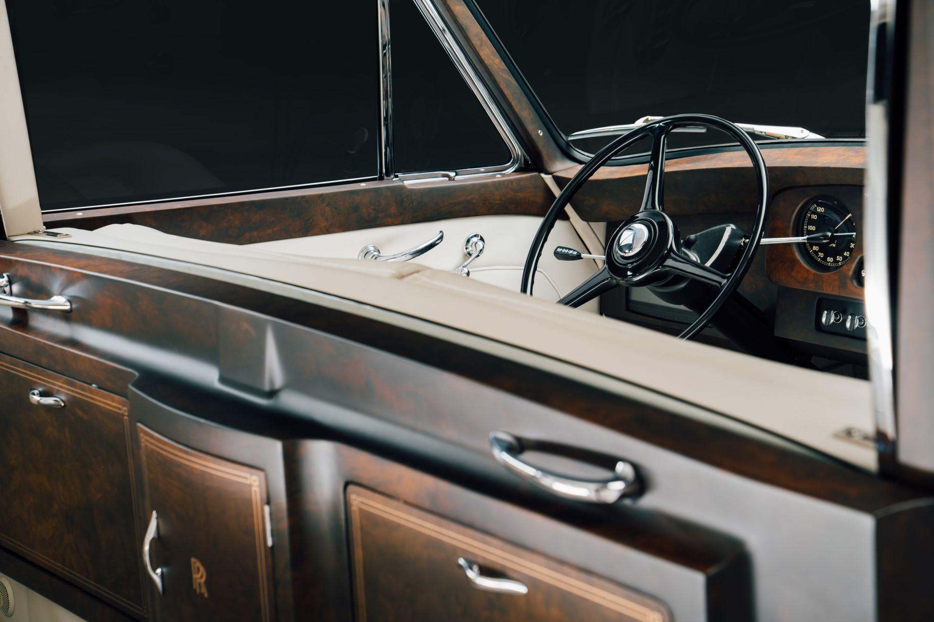 Electris-Rolls-Royce-Phantom-V-and-Silver-Cloud-by-Lunaz-15