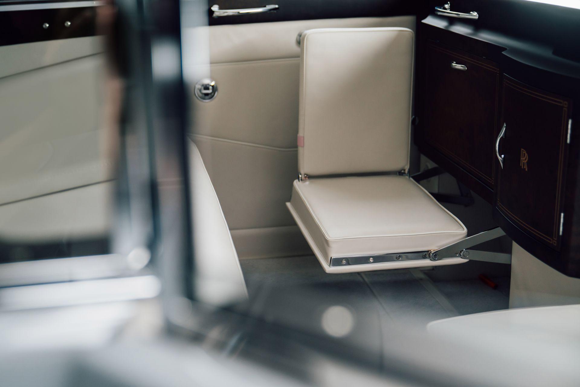 Electris-Rolls-Royce-Phantom-V-and-Silver-Cloud-by-Lunaz-16