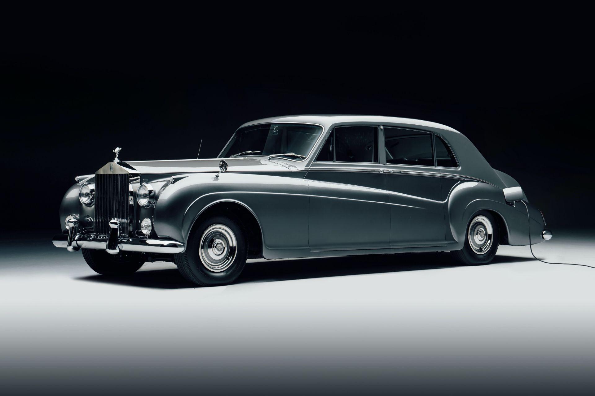 Electris-Rolls-Royce-Phantom-V-and-Silver-Cloud-by-Lunaz-17