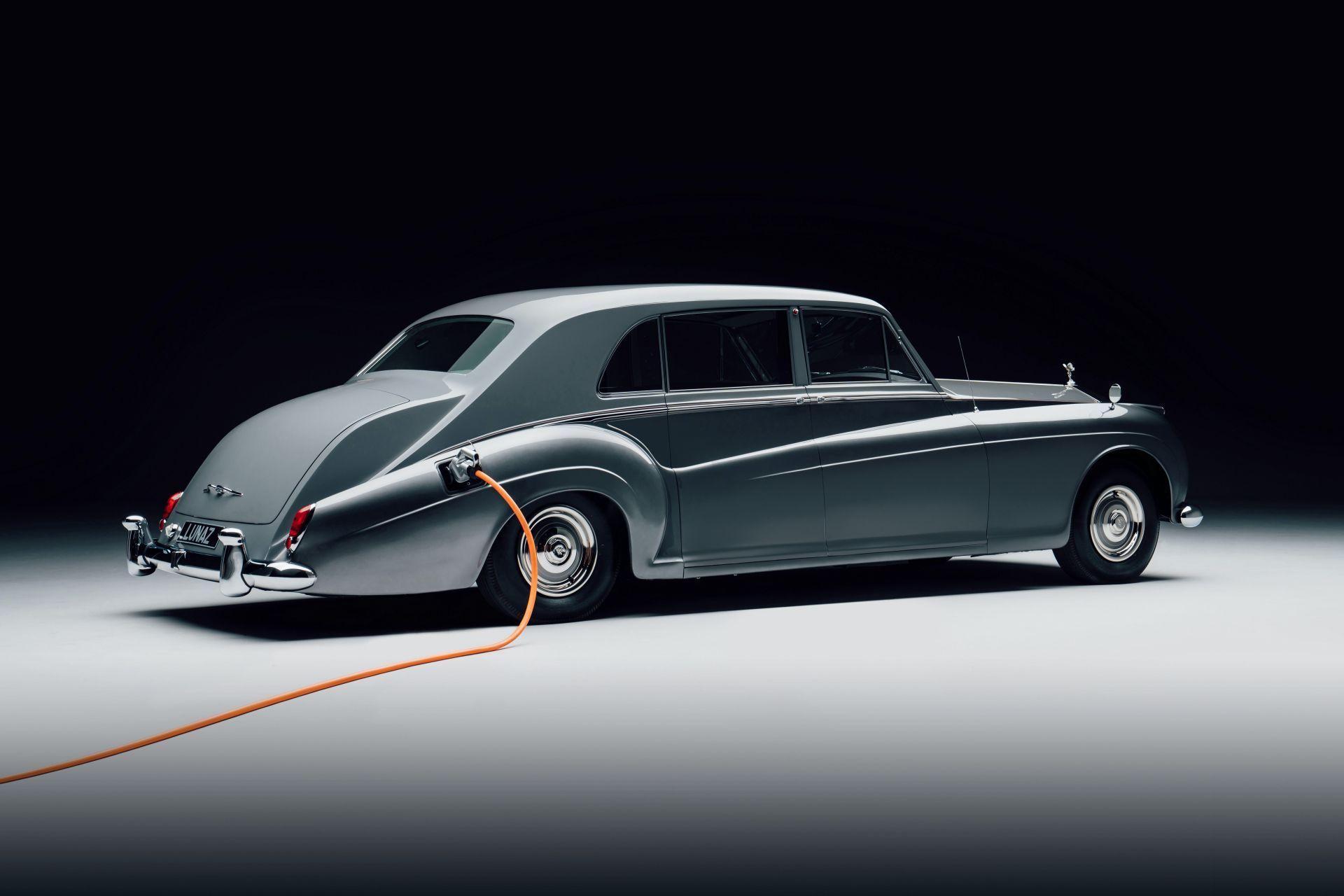 Electris-Rolls-Royce-Phantom-V-and-Silver-Cloud-by-Lunaz-19