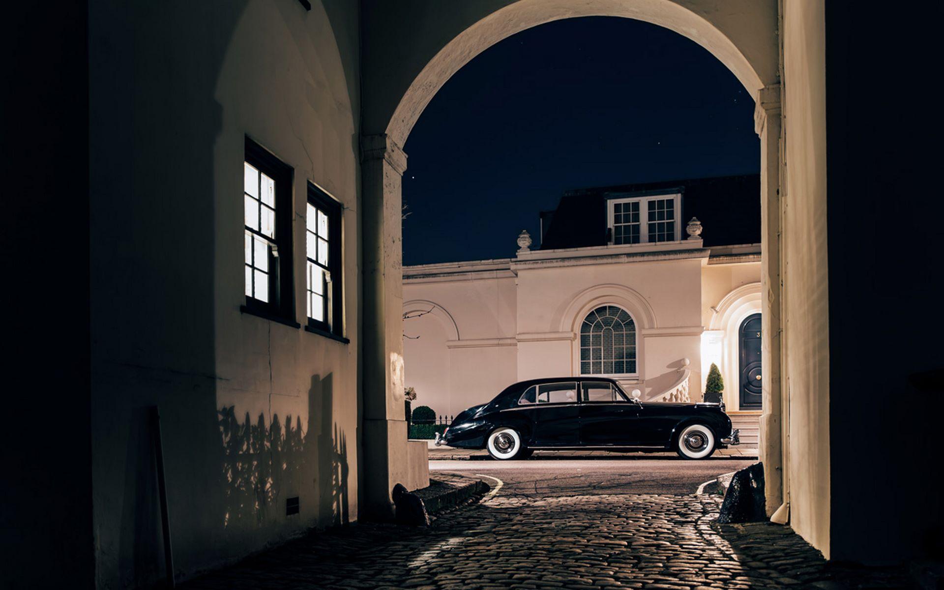 Electris-Rolls-Royce-Phantom-V-and-Silver-Cloud-by-Lunaz-22