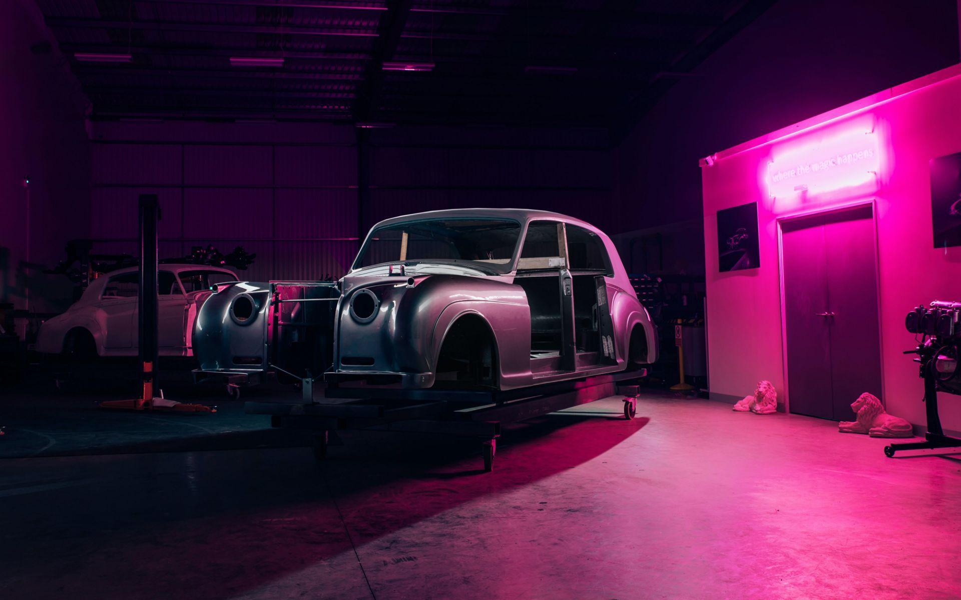Electris-Rolls-Royce-Phantom-V-and-Silver-Cloud-by-Lunaz-24