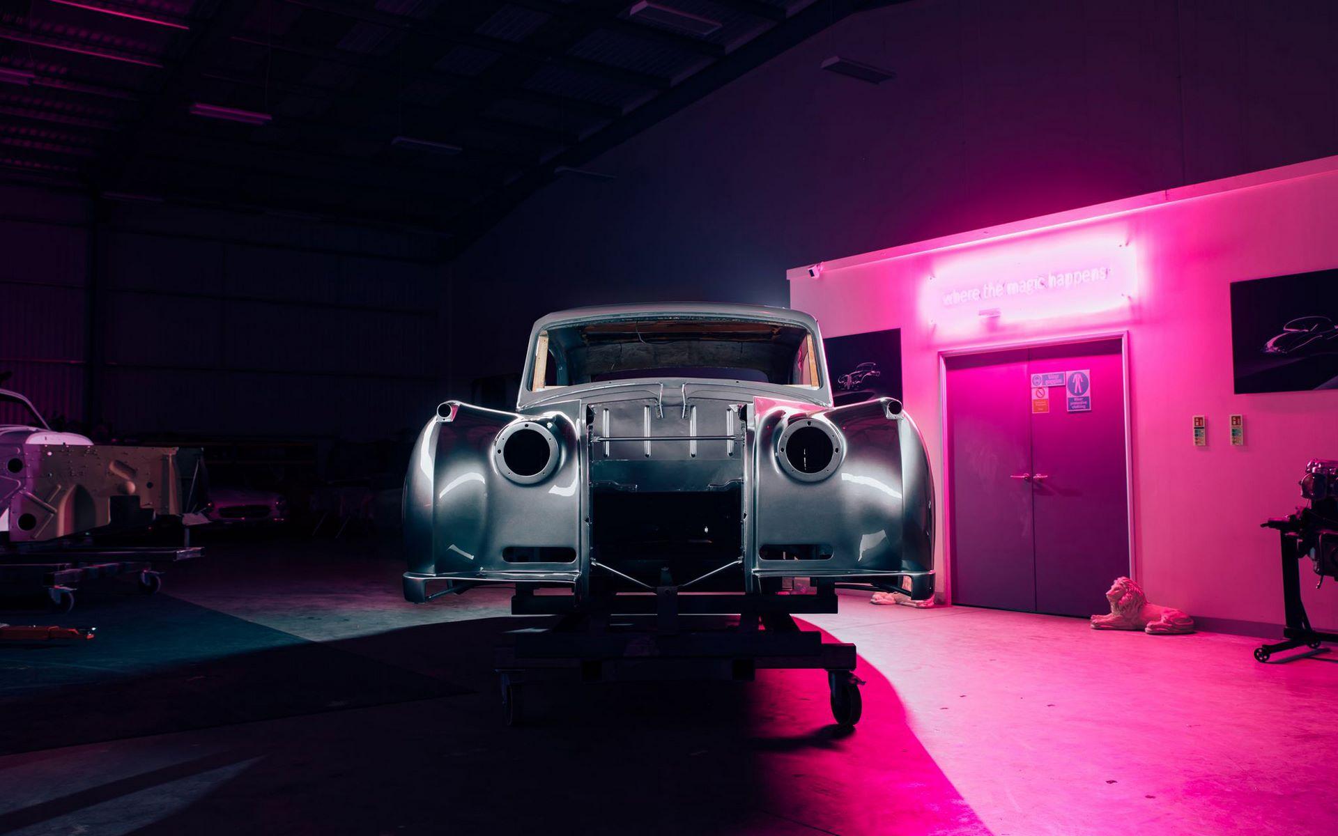 Electris-Rolls-Royce-Phantom-V-and-Silver-Cloud-by-Lunaz-27