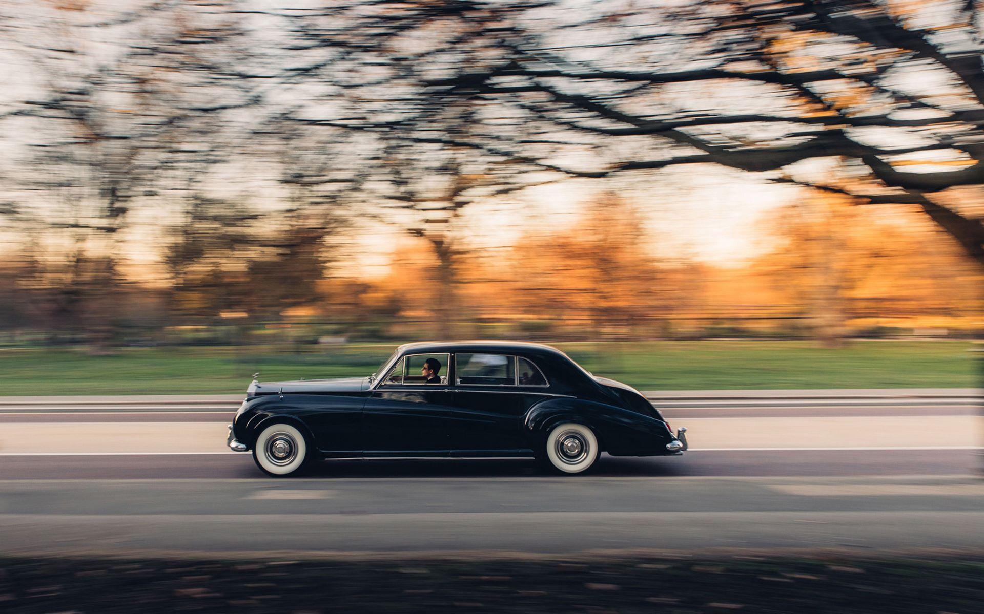 Electris-Rolls-Royce-Phantom-V-and-Silver-Cloud-by-Lunaz-32