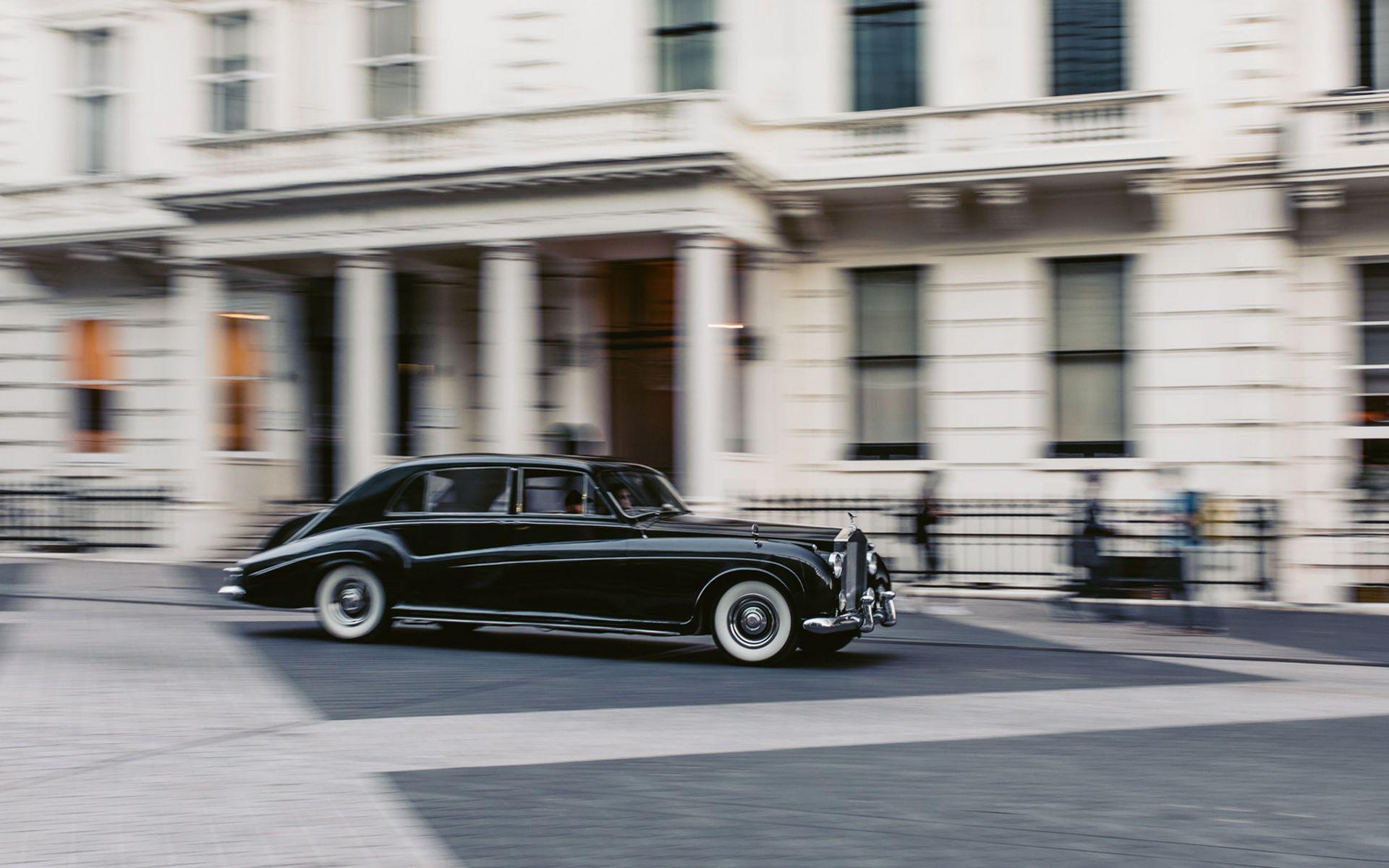 Electris-Rolls-Royce-Phantom-V-and-Silver-Cloud-by-Lunaz-34