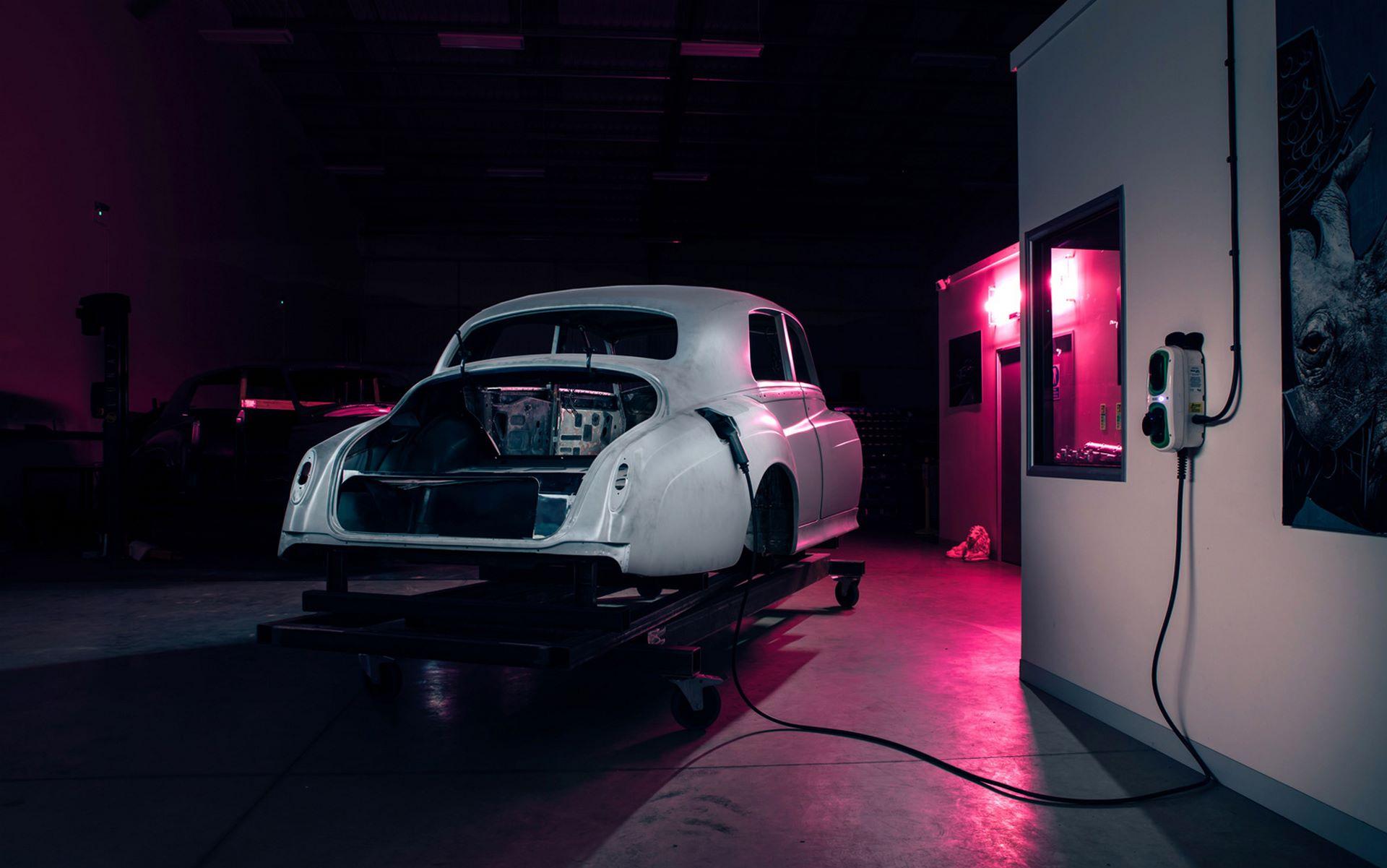 Electris-Rolls-Royce-Phantom-V-and-Silver-Cloud-by-Lunaz-4