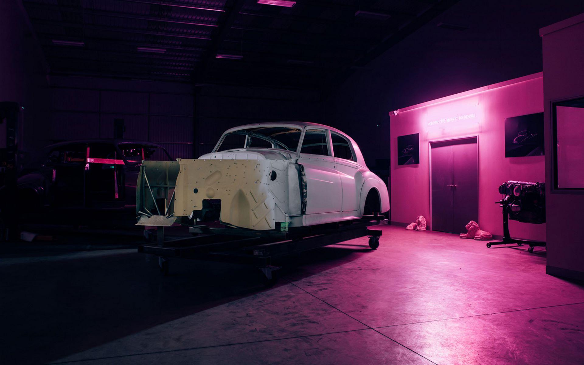 Electris-Rolls-Royce-Phantom-V-and-Silver-Cloud-by-Lunaz-5