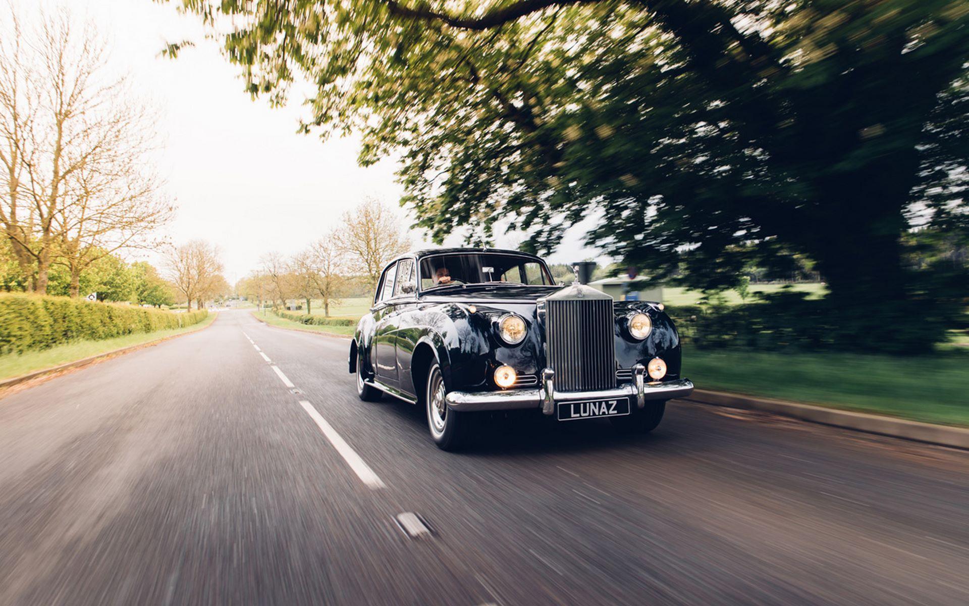 Electris-Rolls-Royce-Phantom-V-and-Silver-Cloud-by-Lunaz-7