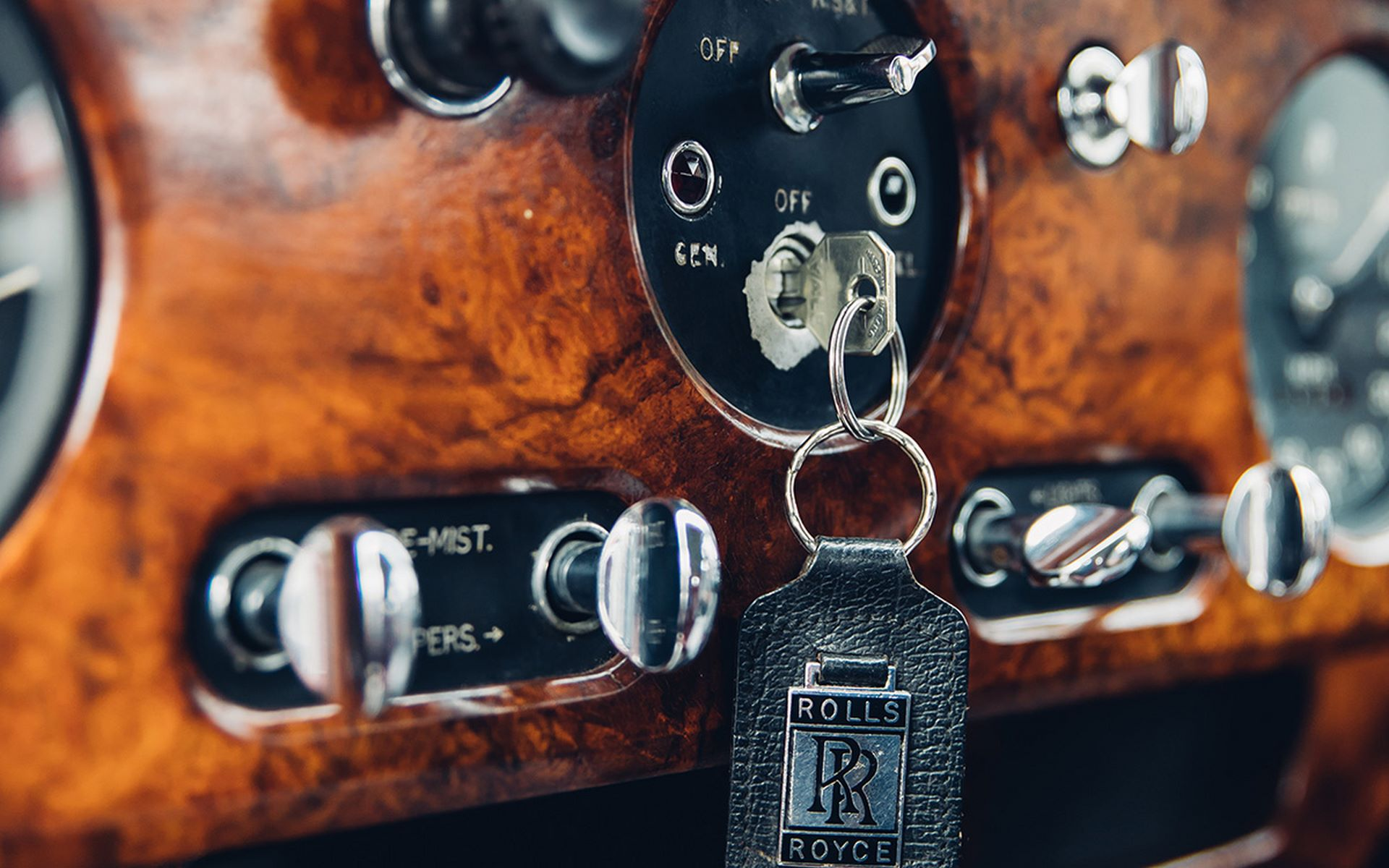 Electris-Rolls-Royce-Phantom-V-and-Silver-Cloud-by-Lunaz-9