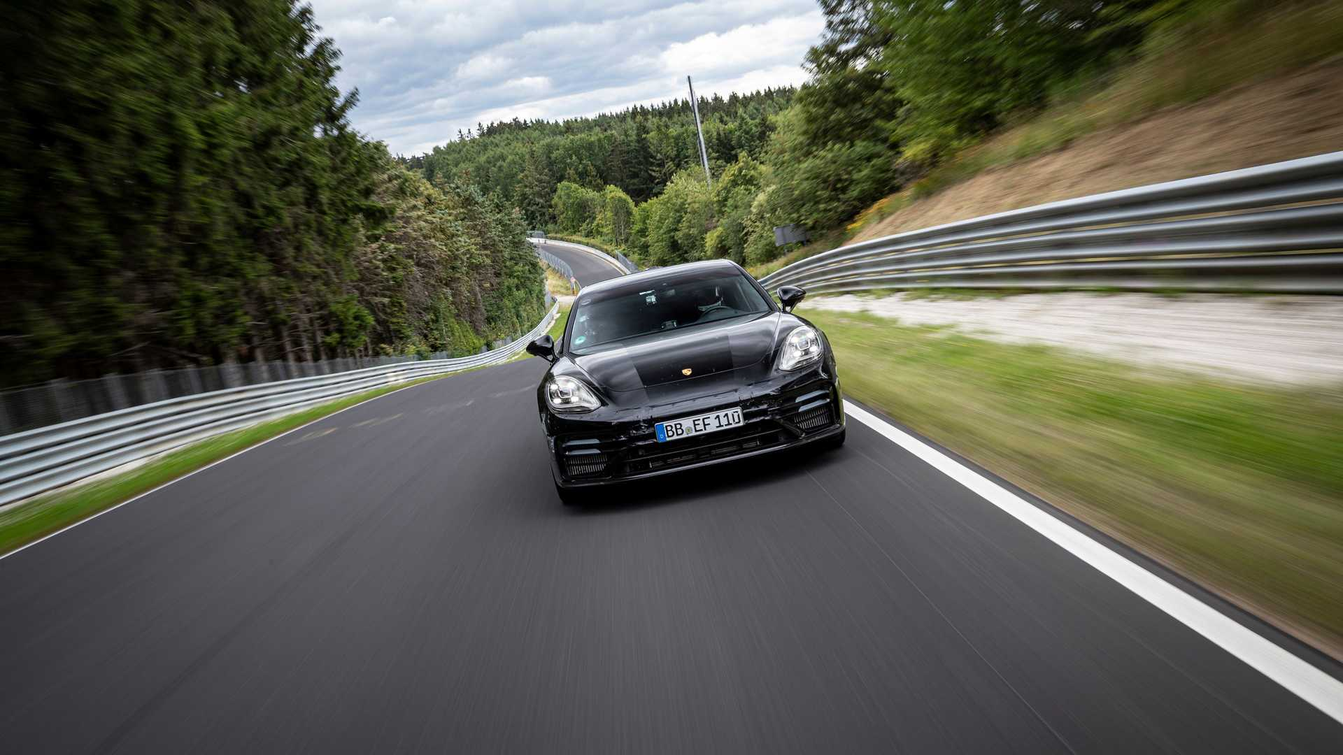 2021-porsche-panamera-sets-fastest-four-door-porsche-record-at-the-nurburgring-1