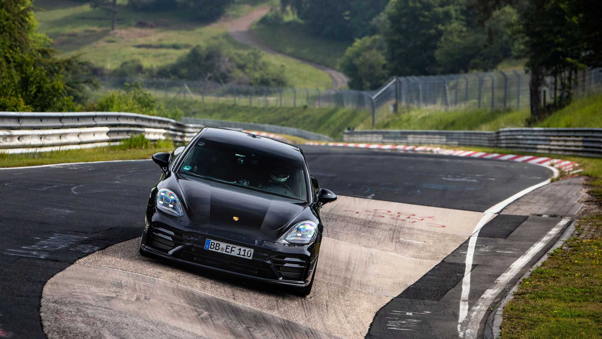 2021-porsche-panamera-sets-fastest-four-door-porsche-record-at-the-nurburgring-3