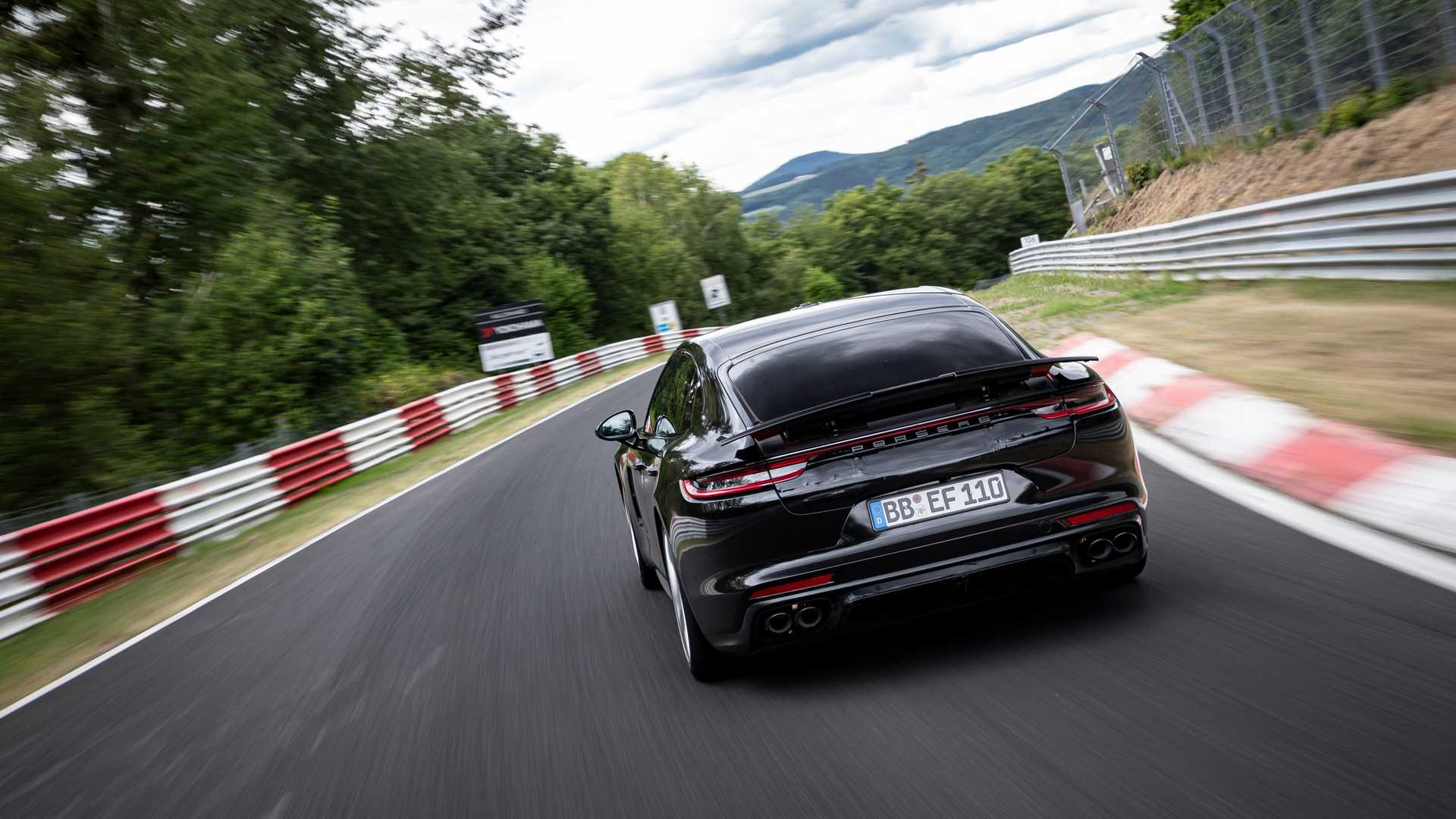 2021-porsche-panamera-sets-fastest-four-door-porsche-record-at-the-nurburgring-4