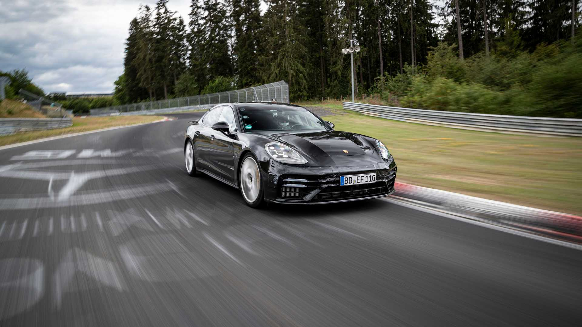 2021-porsche-panamera-sets-fastest-four-door-porsche-record-at-the-nurburgring