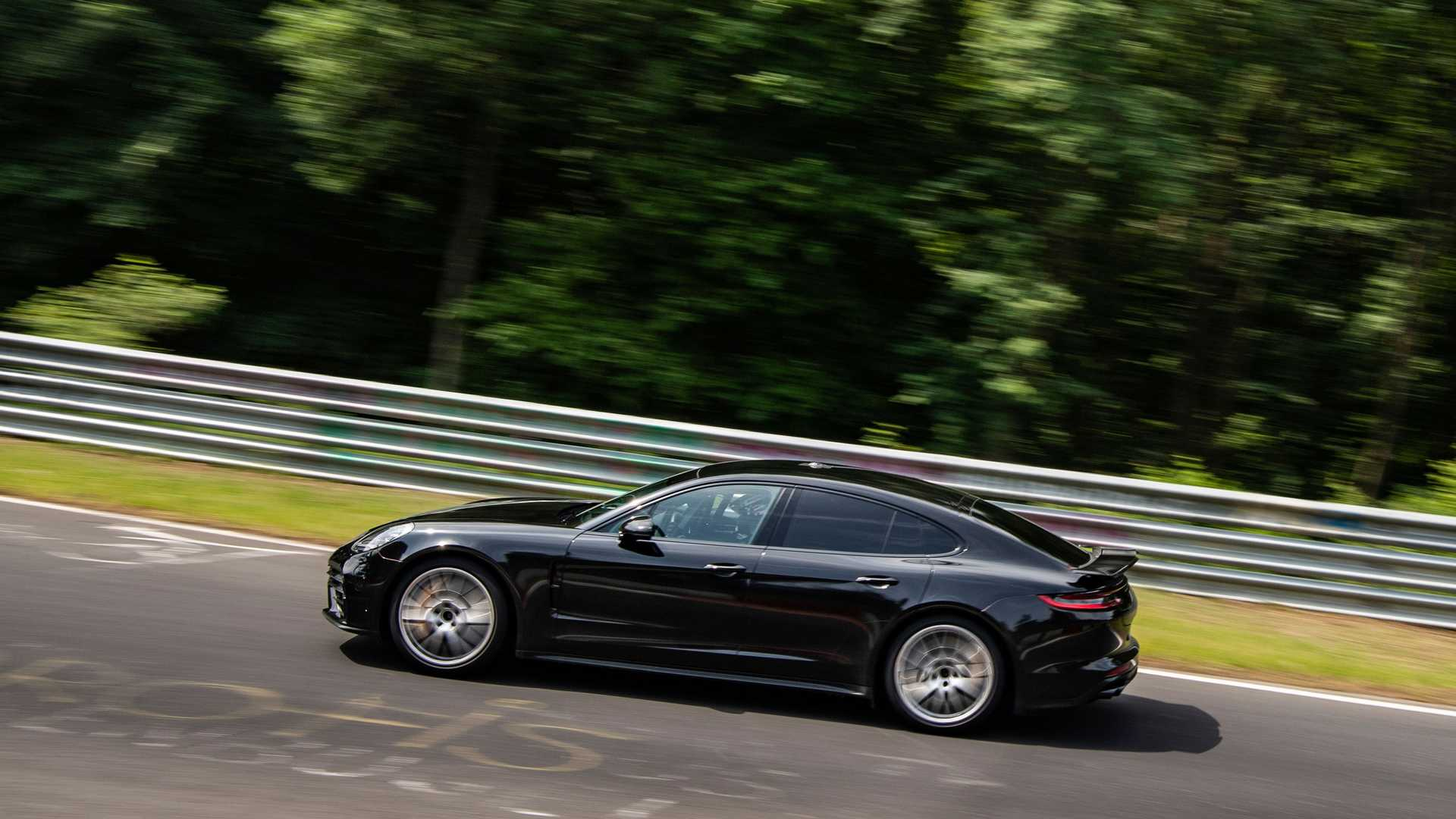 2021-porsche-panamera-sets-fastest-four-door-porsche-record-at-the-nurburgring2