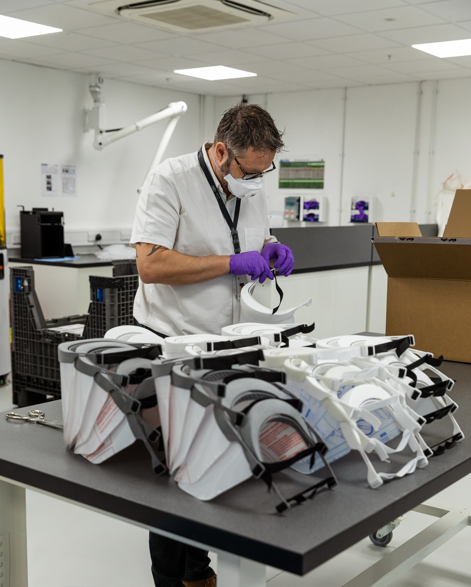 Jaguar-Land-Rover-3d-printing-protective-visors-1-11