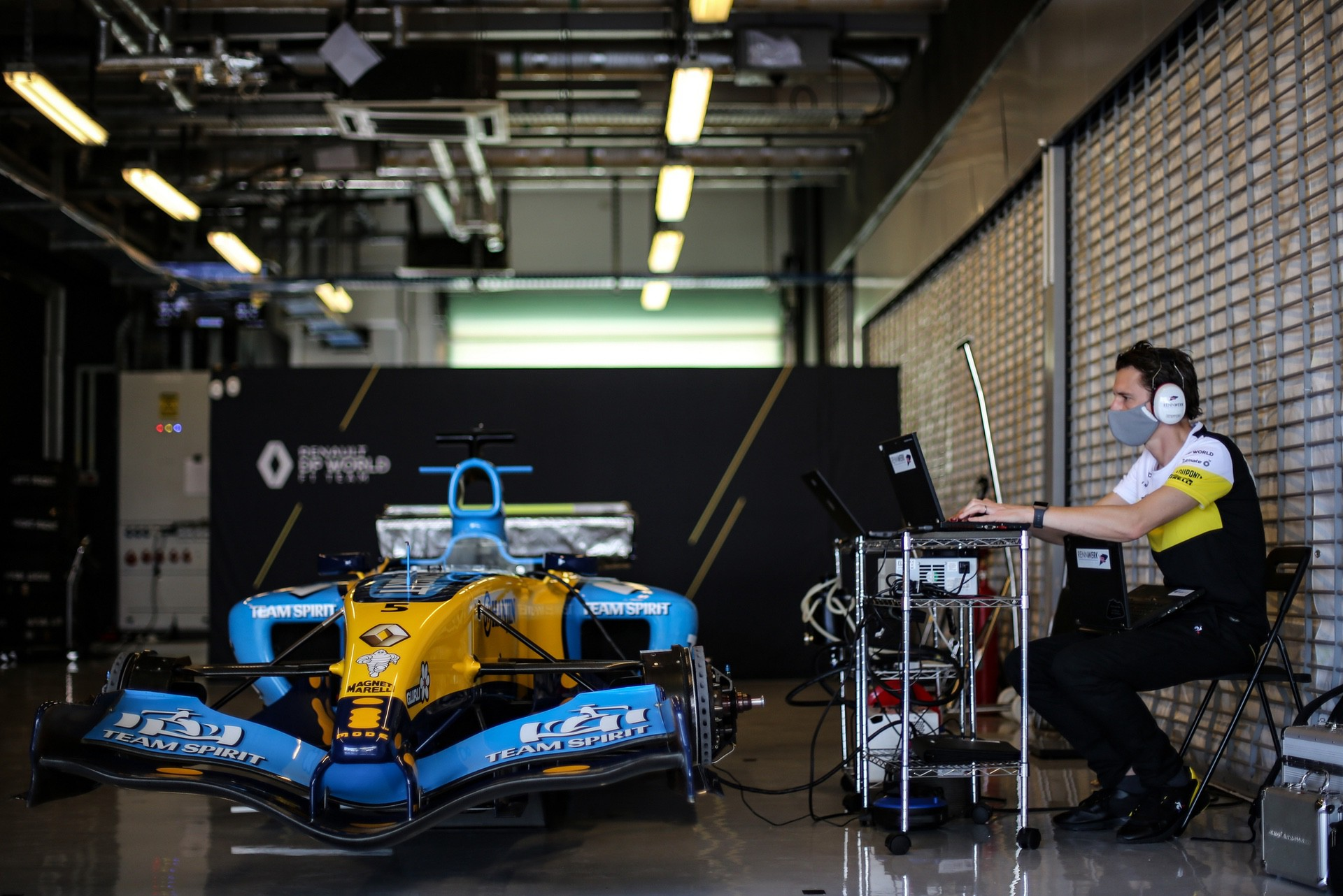 Alonso_Renault_RS25_0019