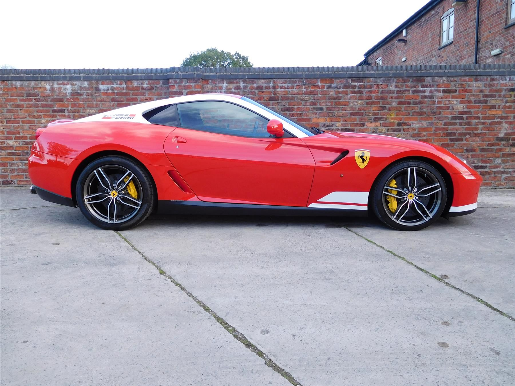 Ferrari_599_GTB_60F1_sale_0001