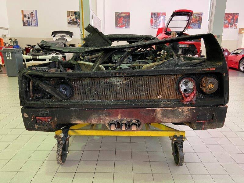 Ferrari_F40_fire_damaged_0000