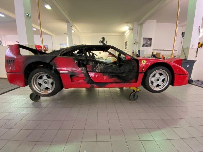 Ferrari_F40_fire_damaged_0002