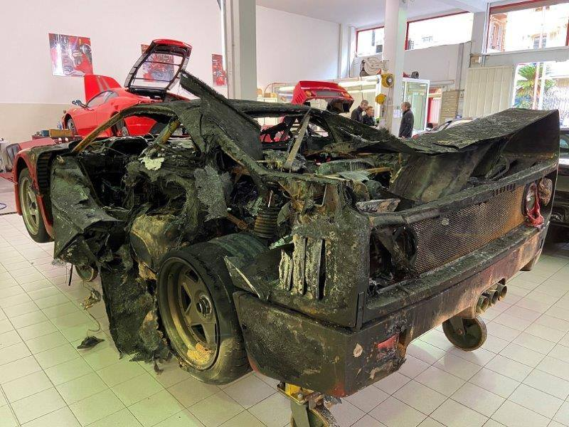 Ferrari_F40_fire_damaged_0003