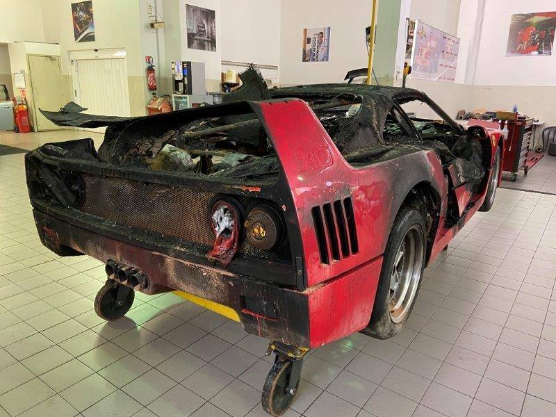 Ferrari_F40_fire_damaged_0004